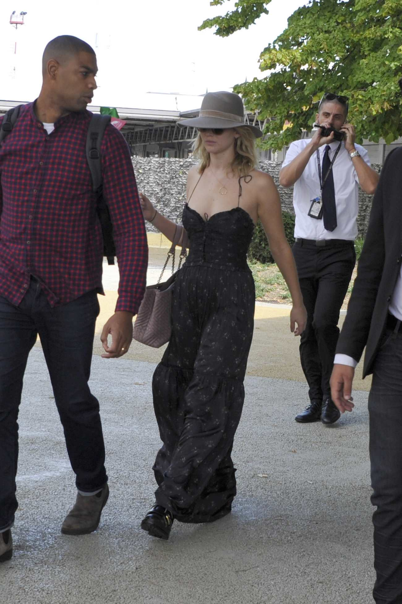 http://jenniferlawrencedaily.com/gallery/albums/userpics/10001/Arrives_at_Venice_Airport_for_the_74th_Venice_Festival_in_Italy_-_September_2-07.jpg