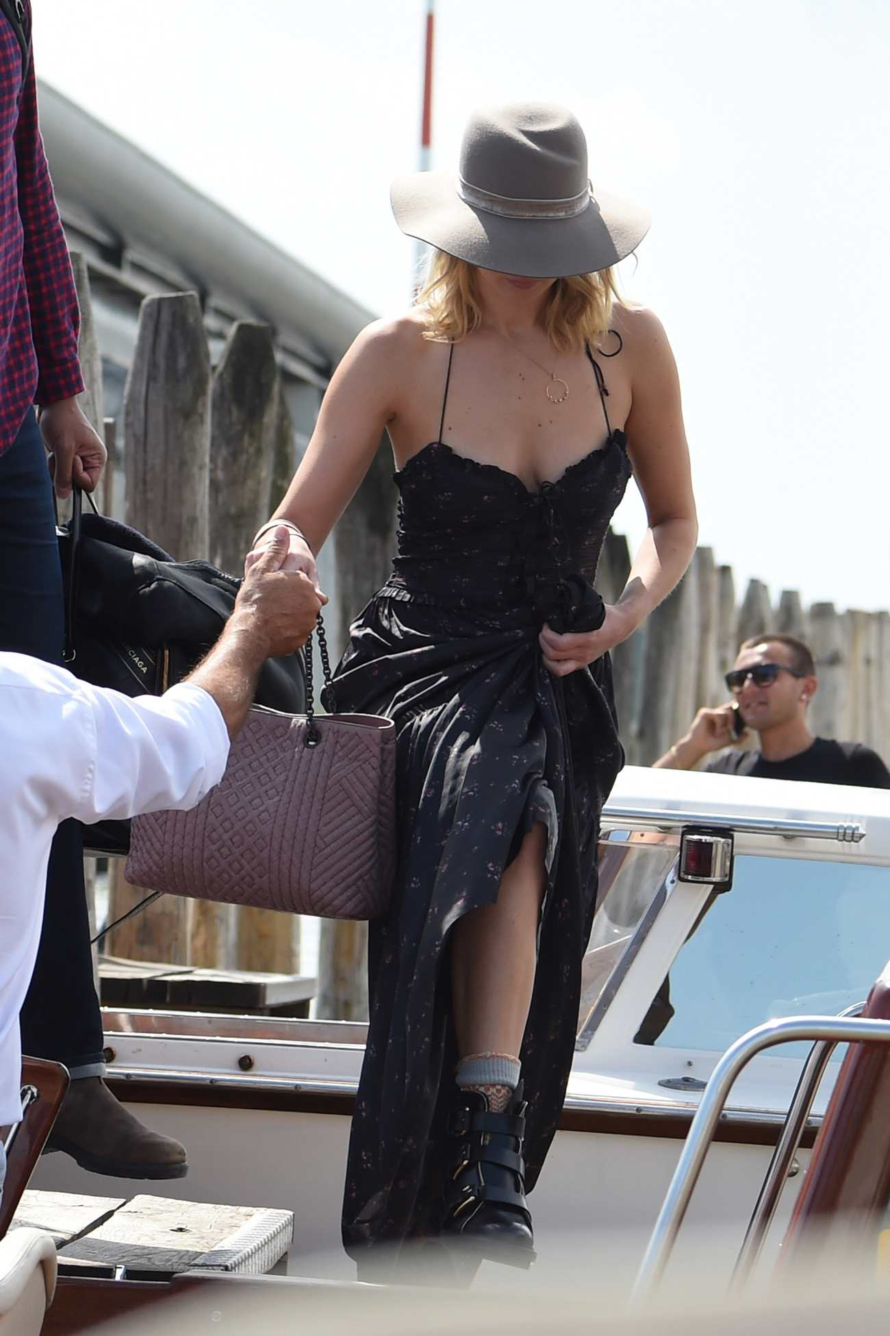 http://jenniferlawrencedaily.com/gallery/albums/userpics/10001/Arrives_at_Venice_Airport_for_the_74th_Venice_Festival_in_Italy_-_September_2-18.jpg