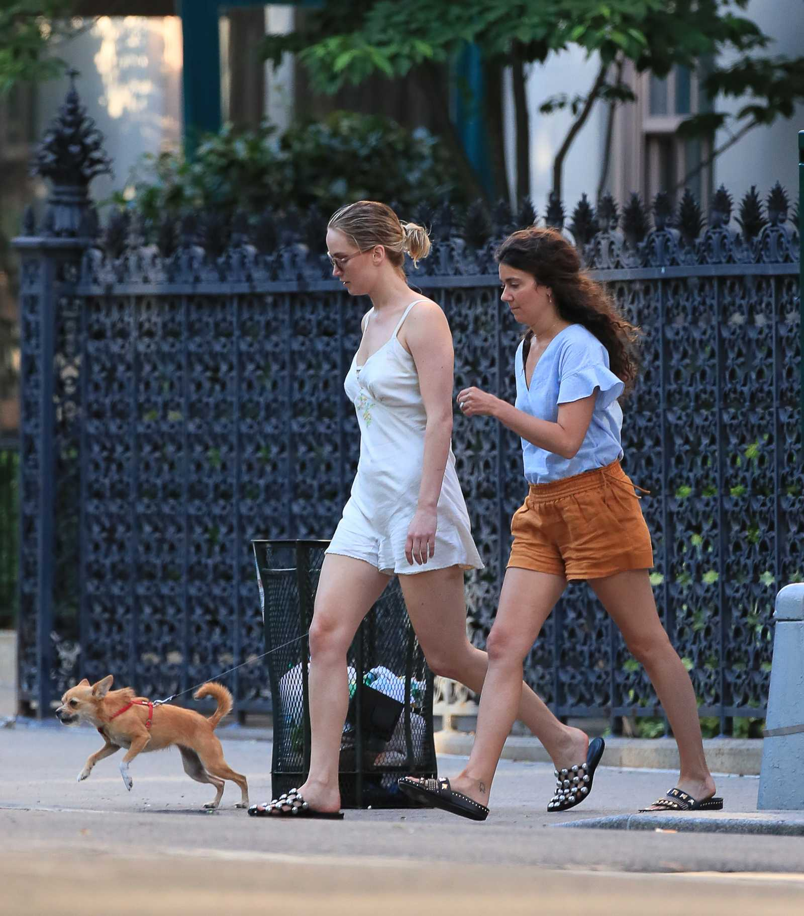 http://jenniferlawrencedaily.com/gallery/albums/userpics/10001/Jennifer_Lawrence_-_At_the_park_in_NYC_on_June_15-01.jpg