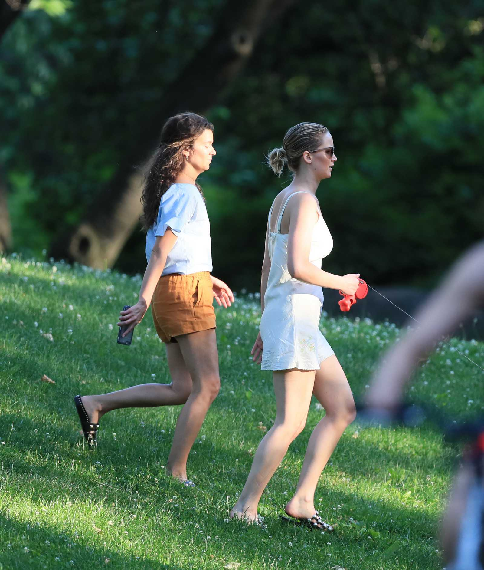 http://jenniferlawrencedaily.com/gallery/albums/userpics/10001/Jennifer_Lawrence_-_At_the_park_in_NYC_on_June_15-10.jpg