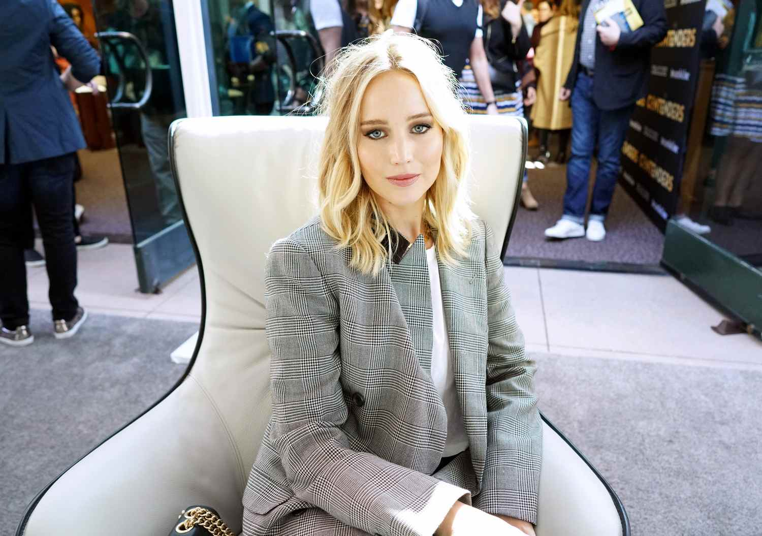 http://jenniferlawrencedaily.com/gallery/albums/userpics/10001/Jennifer_Lawrence_-_Deadline_Hollywood_presents_The_Contenders_2017_Lunch_28229.jpg