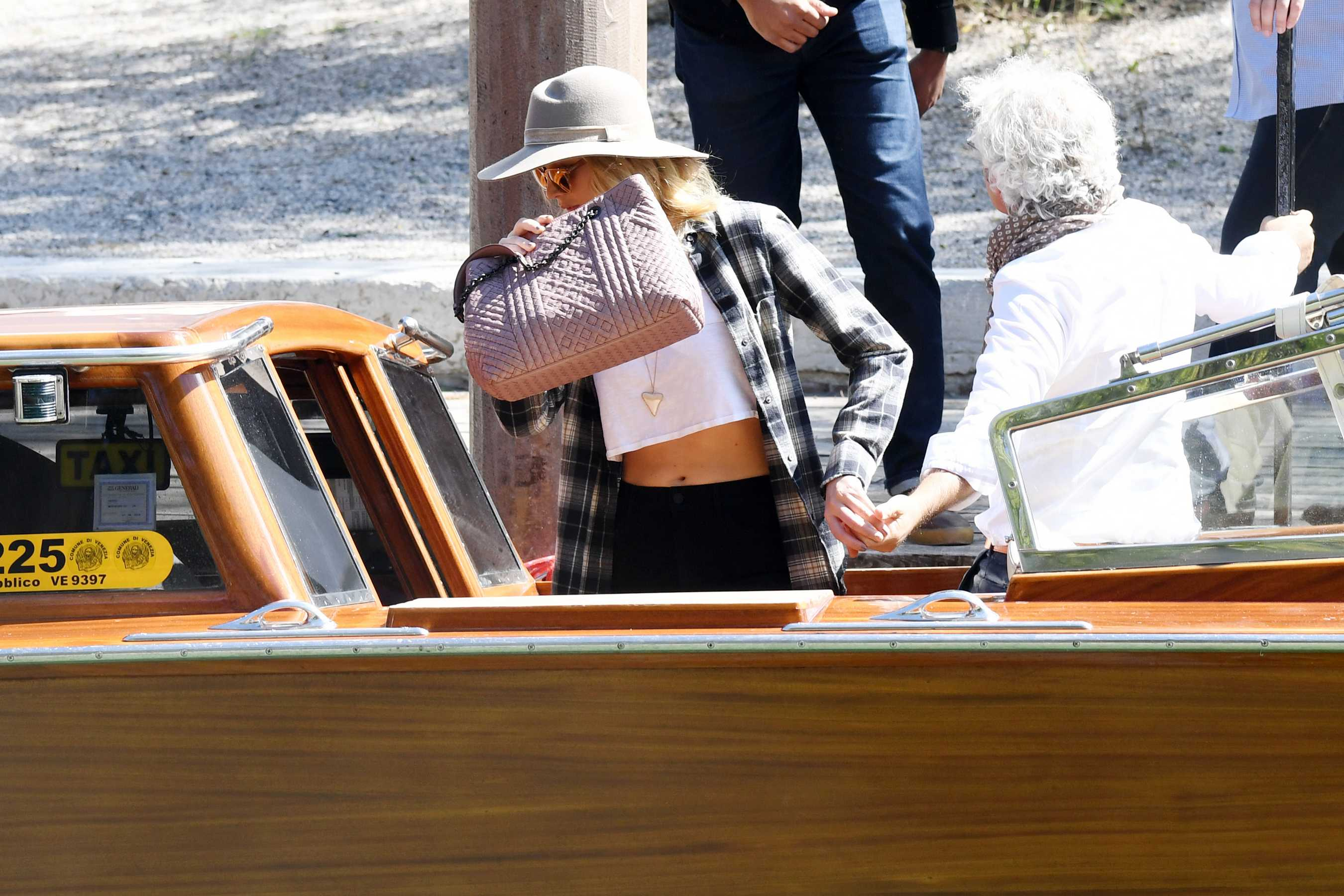 http://jenniferlawrencedaily.com/gallery/albums/userpics/10001/Jennifer_Lawrence_-_In_Venice2C_Italy_on_September_3-35.jpg