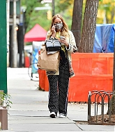 Jennifer_Lawrence_-_In_New_York_City_10262020-02.jpg
