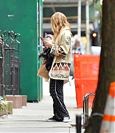 Jennifer_Lawrence_-_In_New_York_City_10262020-03.jpg