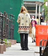Jennifer_Lawrence_-_In_New_York_City_10262020-04.jpg