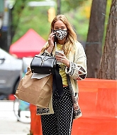 Jennifer_Lawrence_-_In_New_York_City_10262020-07.jpg