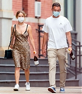 Jennifer_Lawrence_-_In_New_York_City_with_Cooke_Maroney_08242020-03.jpg