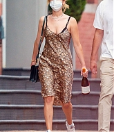Jennifer_Lawrence_-_In_New_York_City_with_Cooke_Maroney_08242020-07.jpg