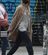 Jennifer_Lawrence_-_Out_for_a_stroll_with_her_husband_in_New_York2C_10052020-01.jpg