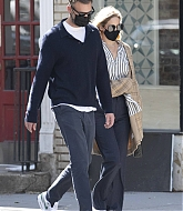 Jennifer_Lawrence_-_Out_for_a_stroll_with_her_husband_in_New_York2C_10052020-12.jpg